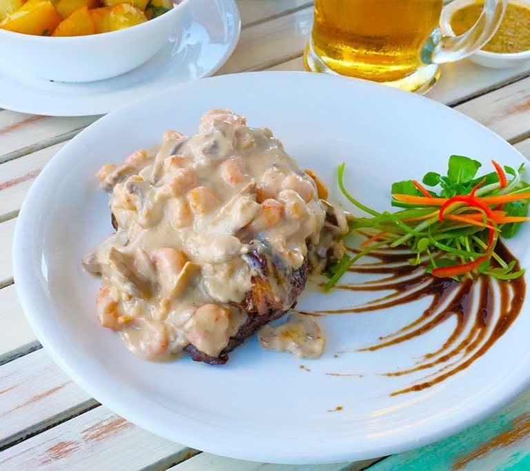 lomo_con_salsa_restaurante_la_tabla_barrio_del_mar_las_serena_coquimbo_chile